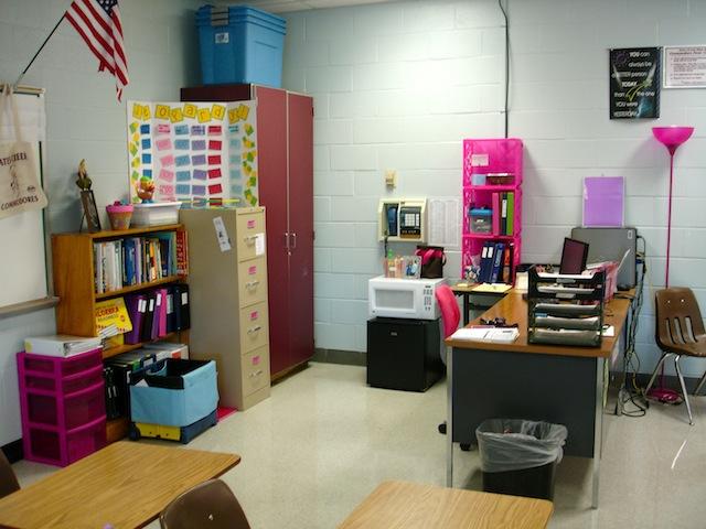 Classroom organization tips - Classroom desk organization ideas ...