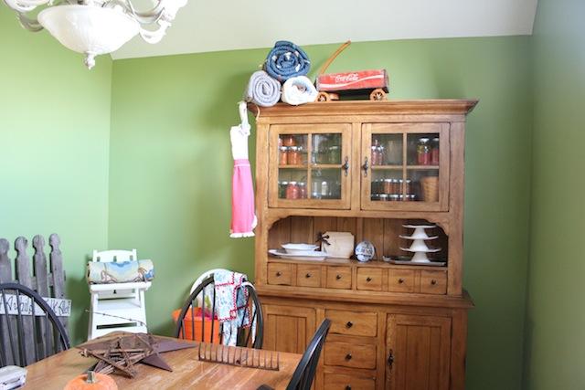 apple green dining room