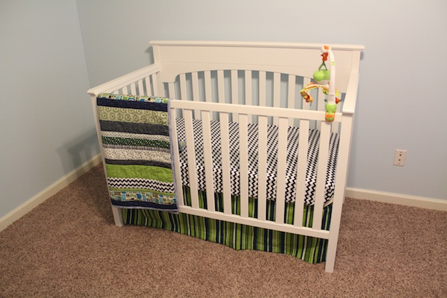 crib with quilt