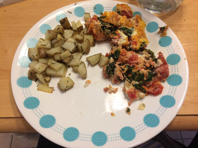 #whole30 breakfast of tomato onion spinach egg bake and roasted potatoes