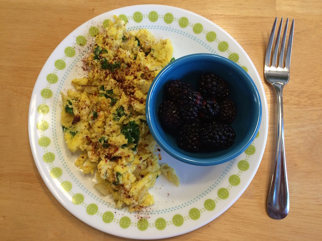 #whole30 scrambled eggs and blackberries