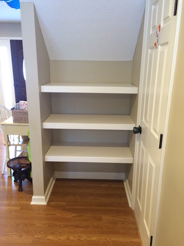 DIY built in bookshelf