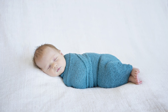 newborn pictures swaddled